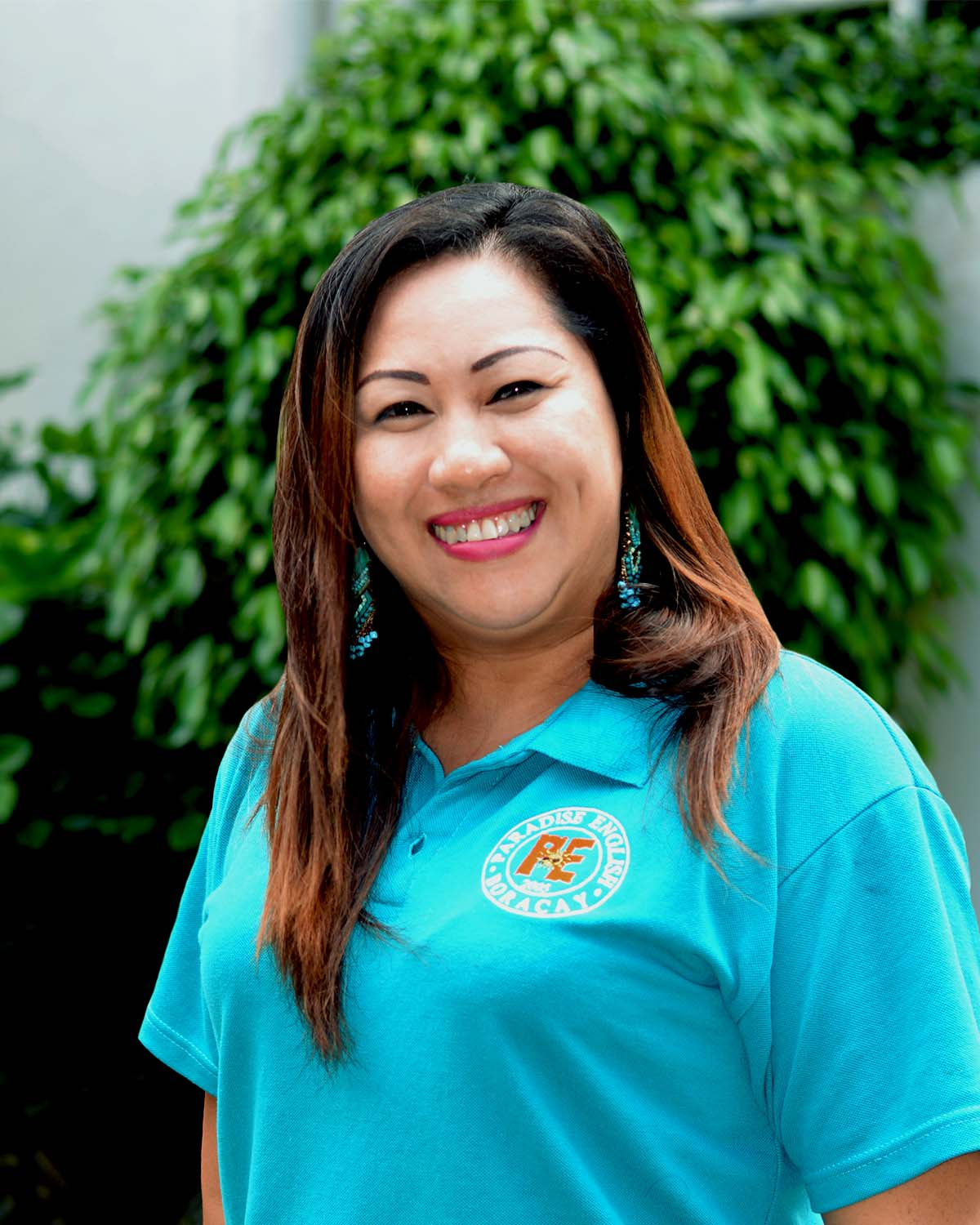 Paradise English teachers. Elle from the US/Philippines