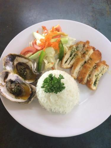 Baked oysters chicken salad rice
